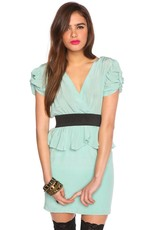 Aryn K Ruched & gathered deep v-neck cocktail dress w/empire waist & knot detail slv