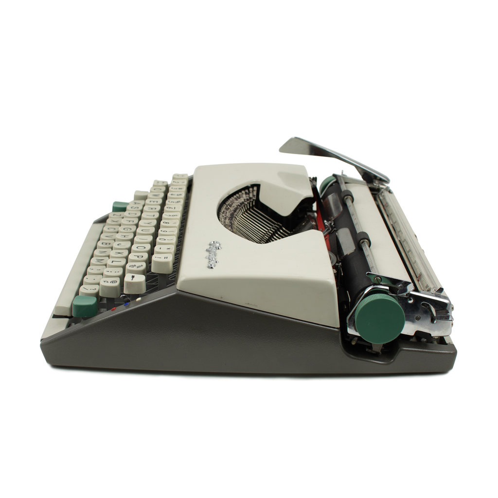 Olympia De Luxe Cursive typewriter