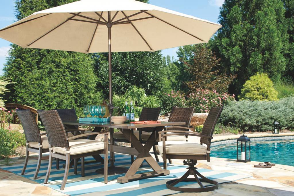 Modern Backyard Raleigh Dining Set