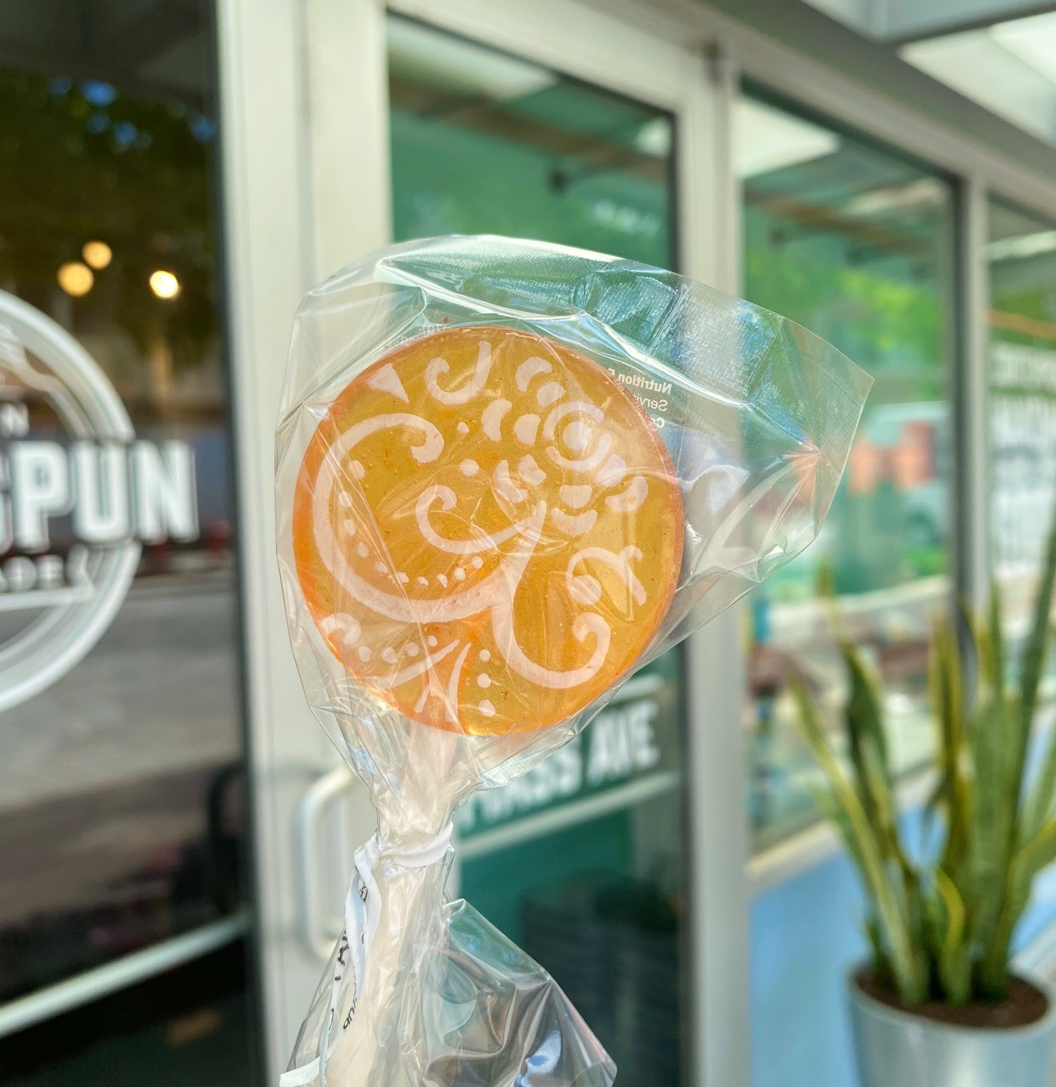 Popette Of Pendulum Fruity Flavor Lollipops: