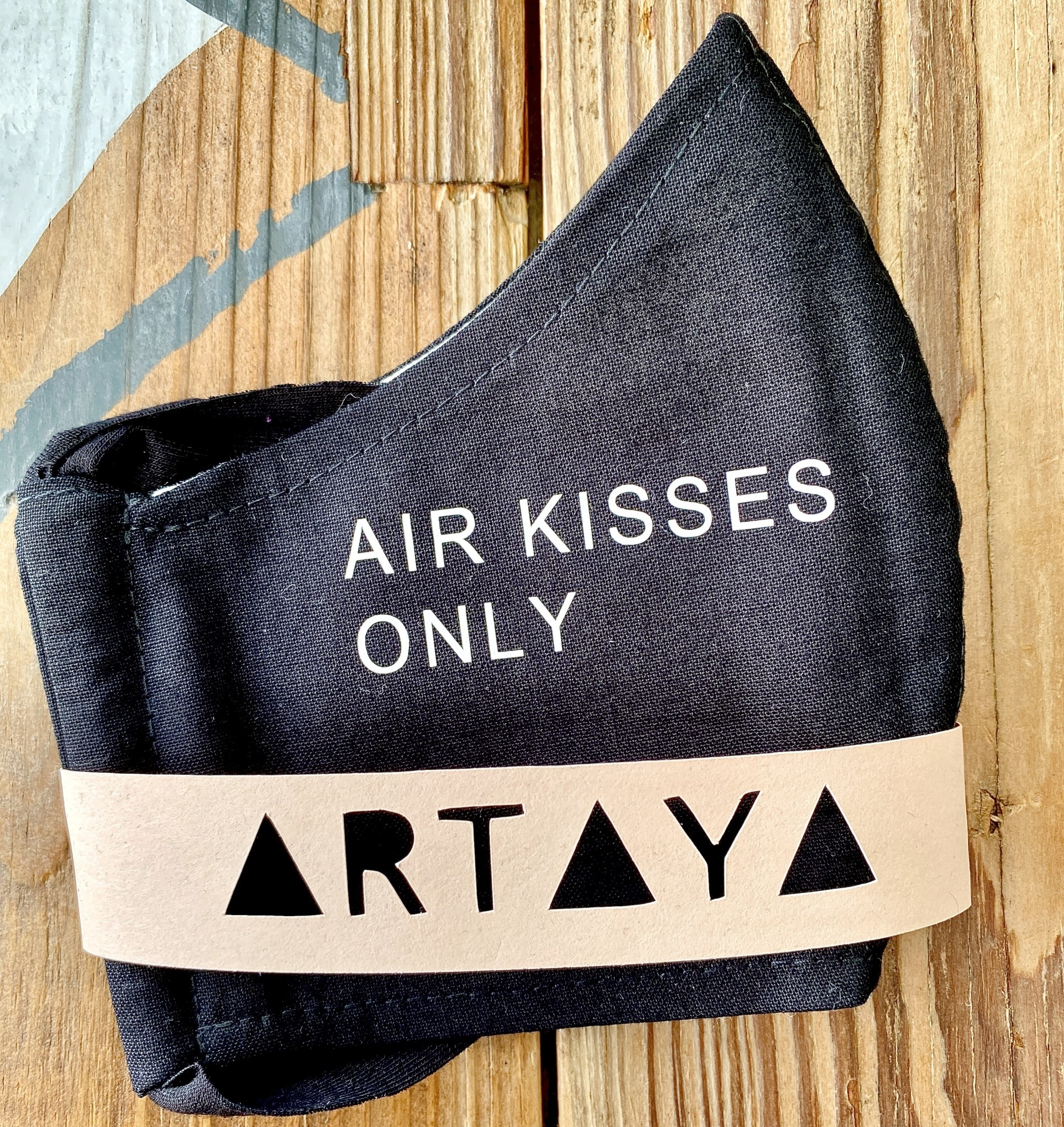 ARTAYA / ARTAYA LOKA Adult Face Masks: Air Kisses Only