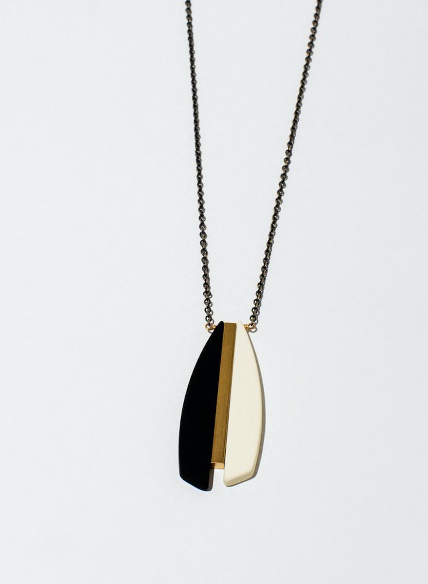 Anemoi Cream Necklace-1