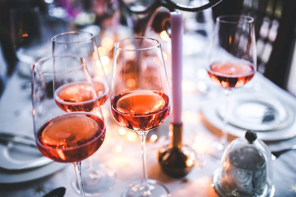 Did You Get Engaged Over The Holidays? Make a Wine Tasting Part of Your Engagement Party