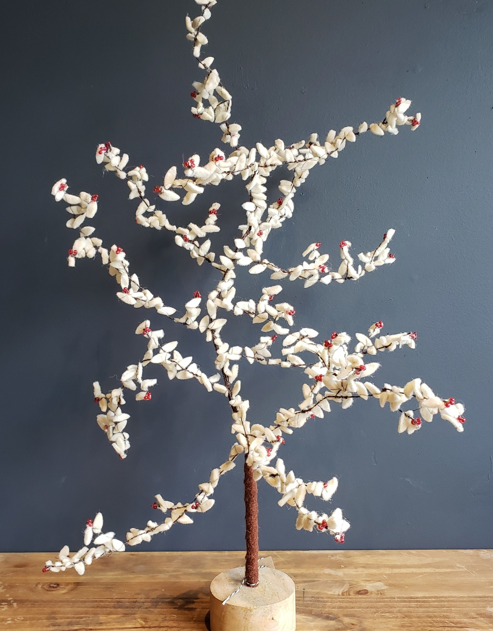 28 in metal tree w/felt