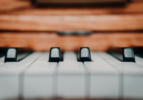 Pianos, Keyboards & Synthesizers