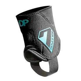 7iDP Control Ankle Protector Black SM