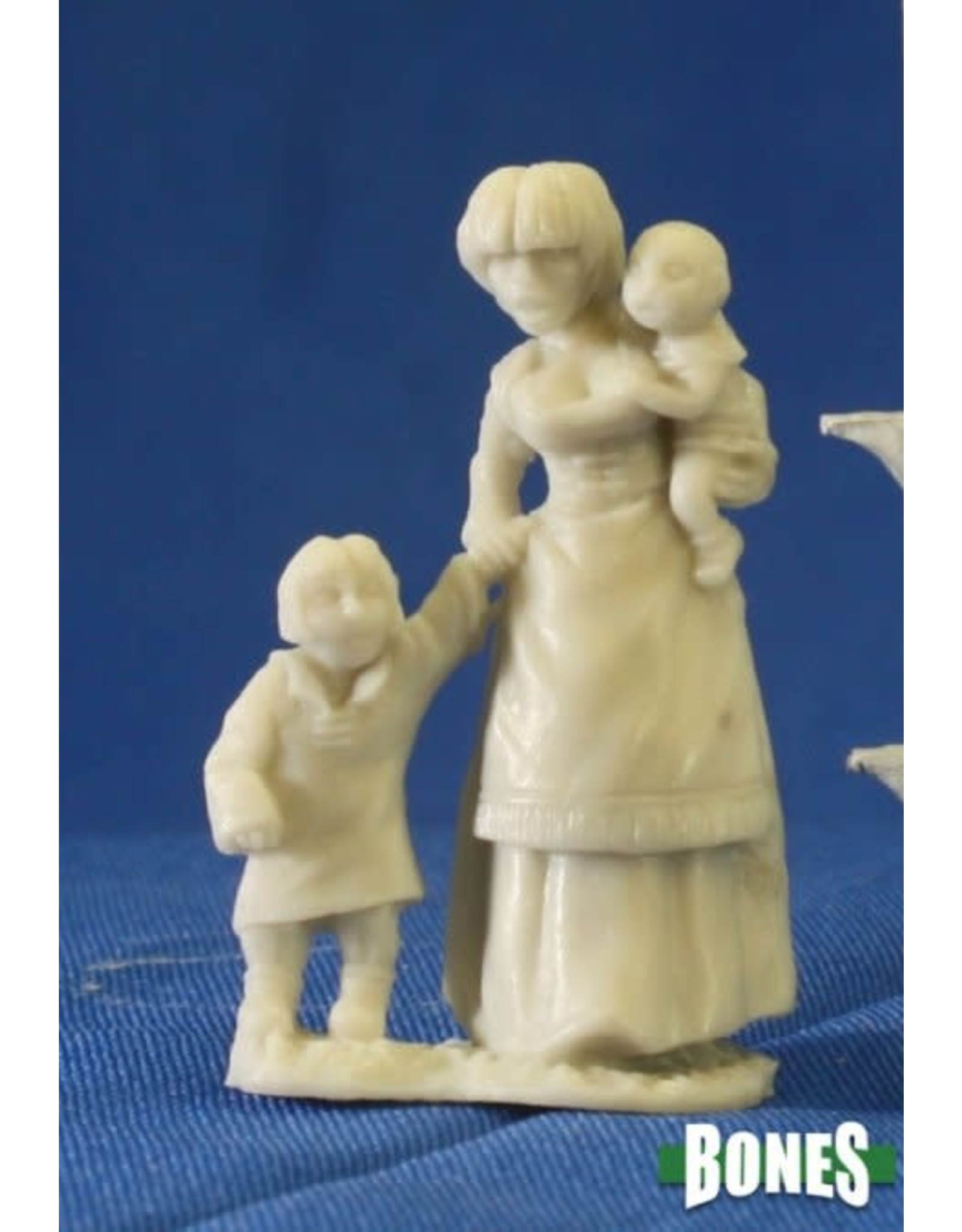Reaper Miniatures Bones: Townsfolk:Mom & Kids