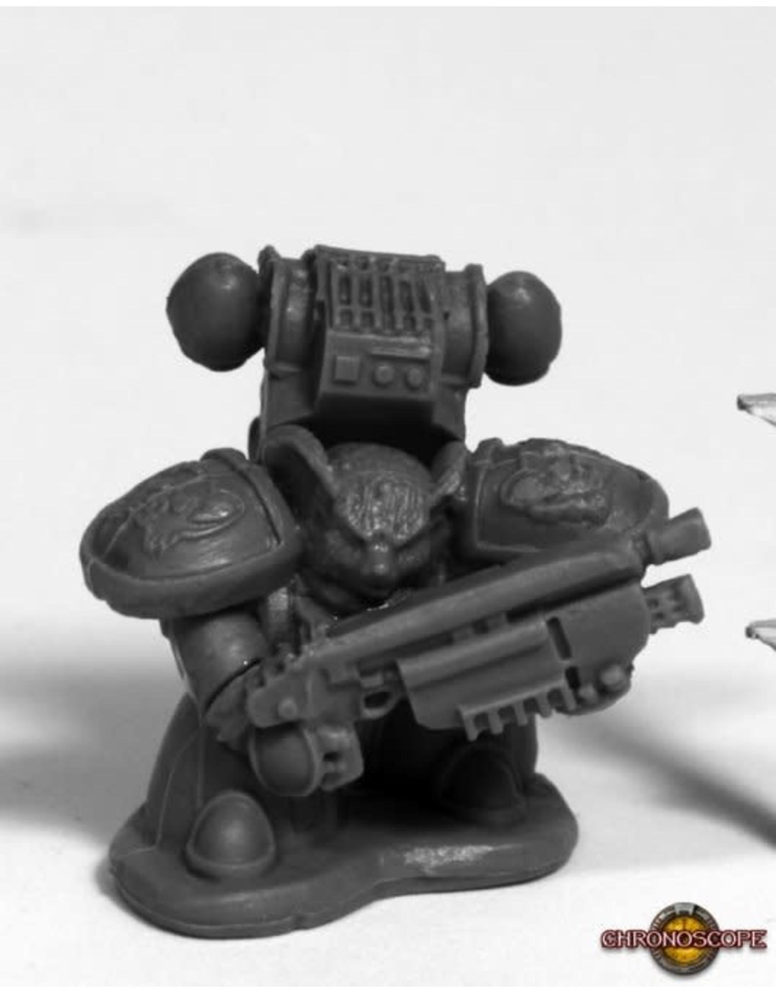 Reaper Miniatures Bones: Space Mousling Gun Raised (Center)