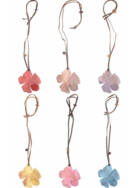Collar largo  flor resina