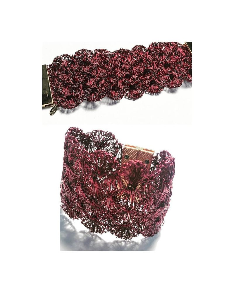 Burgundy Wire Brazalet