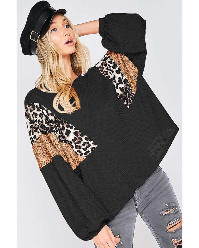 CONTRAST DETAIL LOOSE FIT TOP