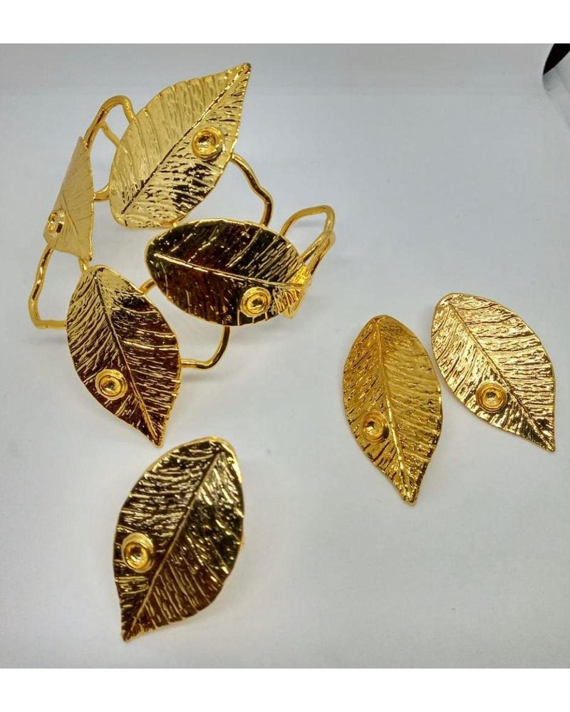 cuff with leaf, brass gold hand made
