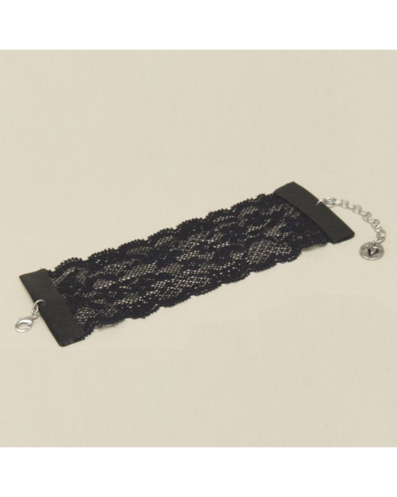 cuff bracelet in lace Black or white