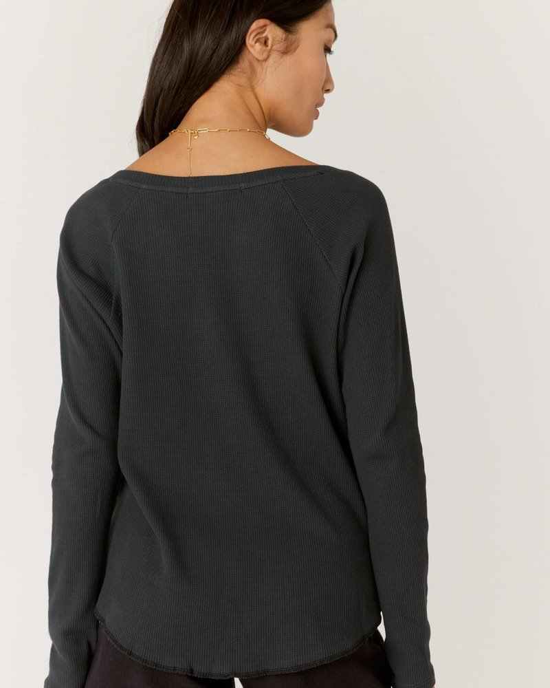 Queen crest notch neck thermal in black