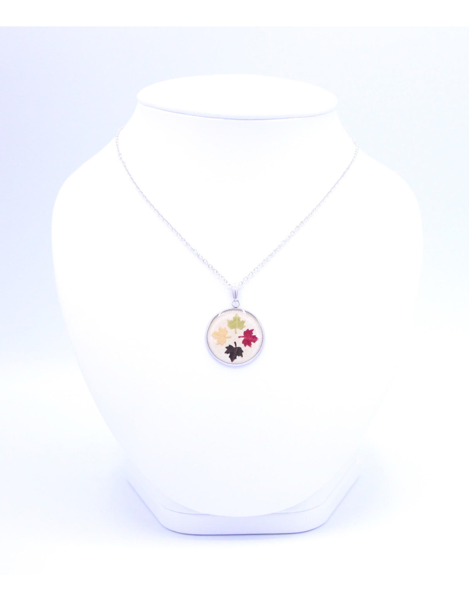 25mm Maple Leaf Necklace White - N25MLW1