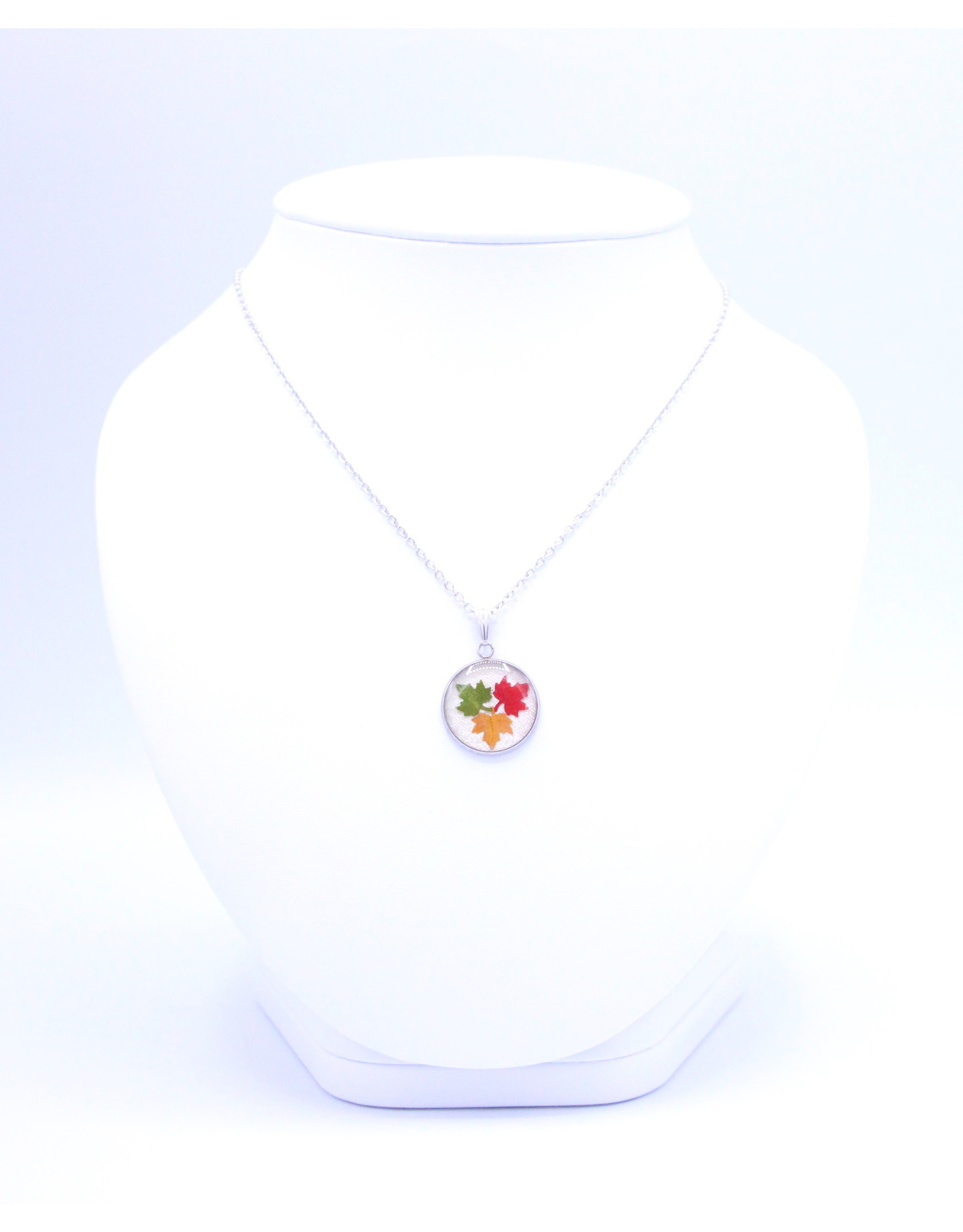 20mm Maple Leaf Necklace White - N20MLW2