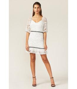 ADELYN RAE MAY MINI DRESS - WHITE -