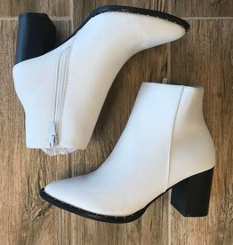 WHITE STUD BOOTIES
