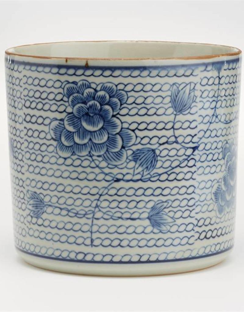 TOZAI bl & wh chrysanthemum vase