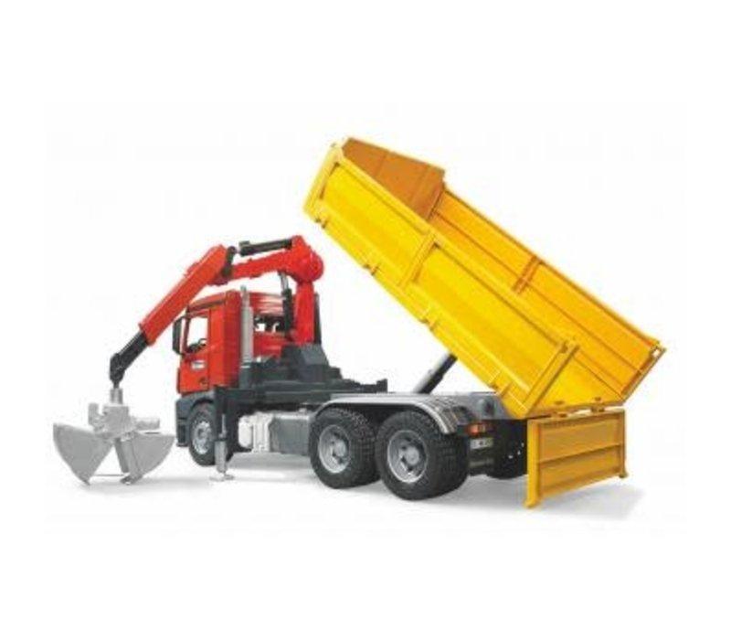 Camion de construction avec palettes et accessoires