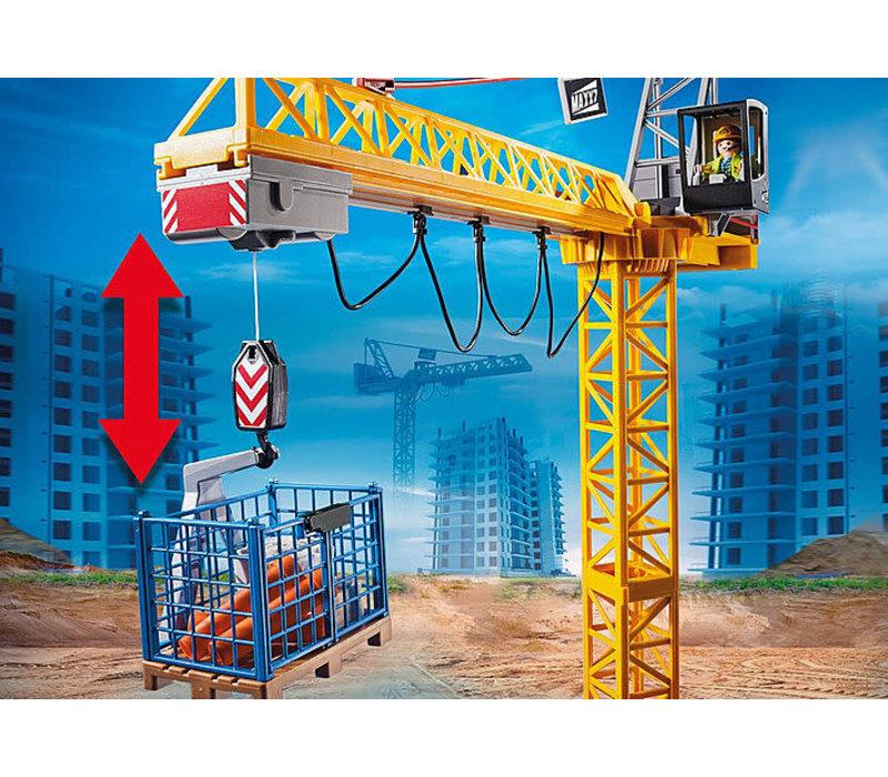 Grue radio-commandée avec mur de constructio