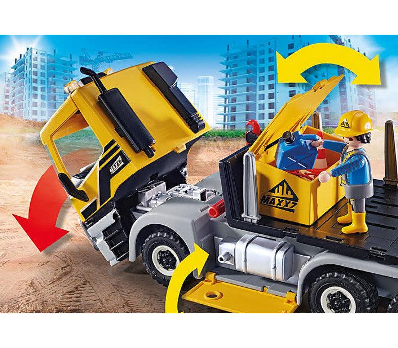 Camion avec benne et plateforme interchangeables