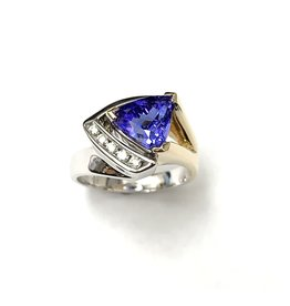 2.52ct Tanzanite & Diamond Ring