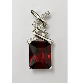 3.89ct Garnet & Diamond Pendant