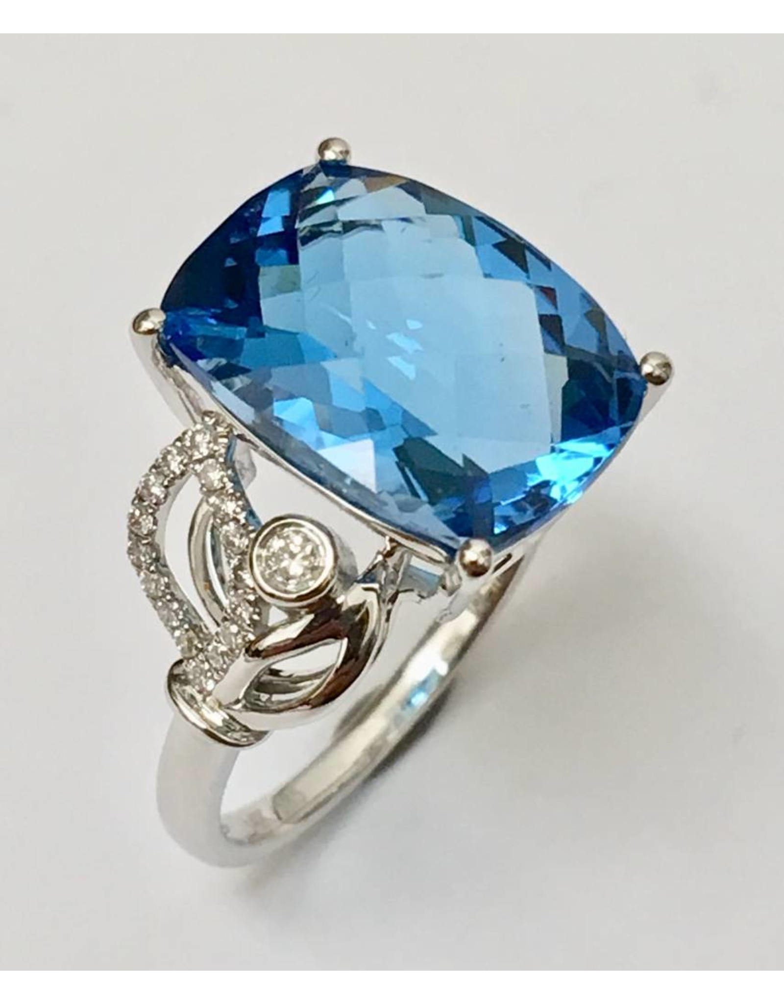 7.14ct Topaz & Diamond Ring 14KW