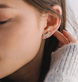 FLORAL CLIMBER EARRINGS - WHITE