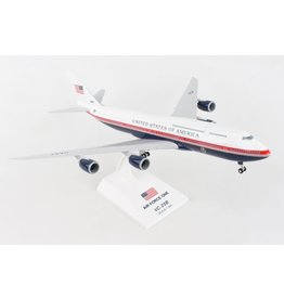 Skymarks Air Force One 747-8I 1/200 W/Gear