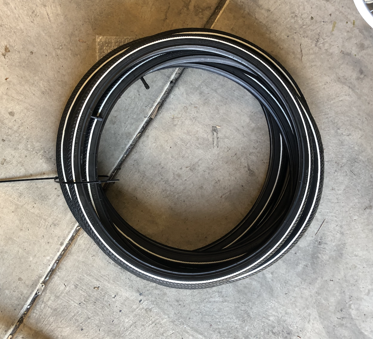 "26""-19.5 Street Tire White Pin Stripe"