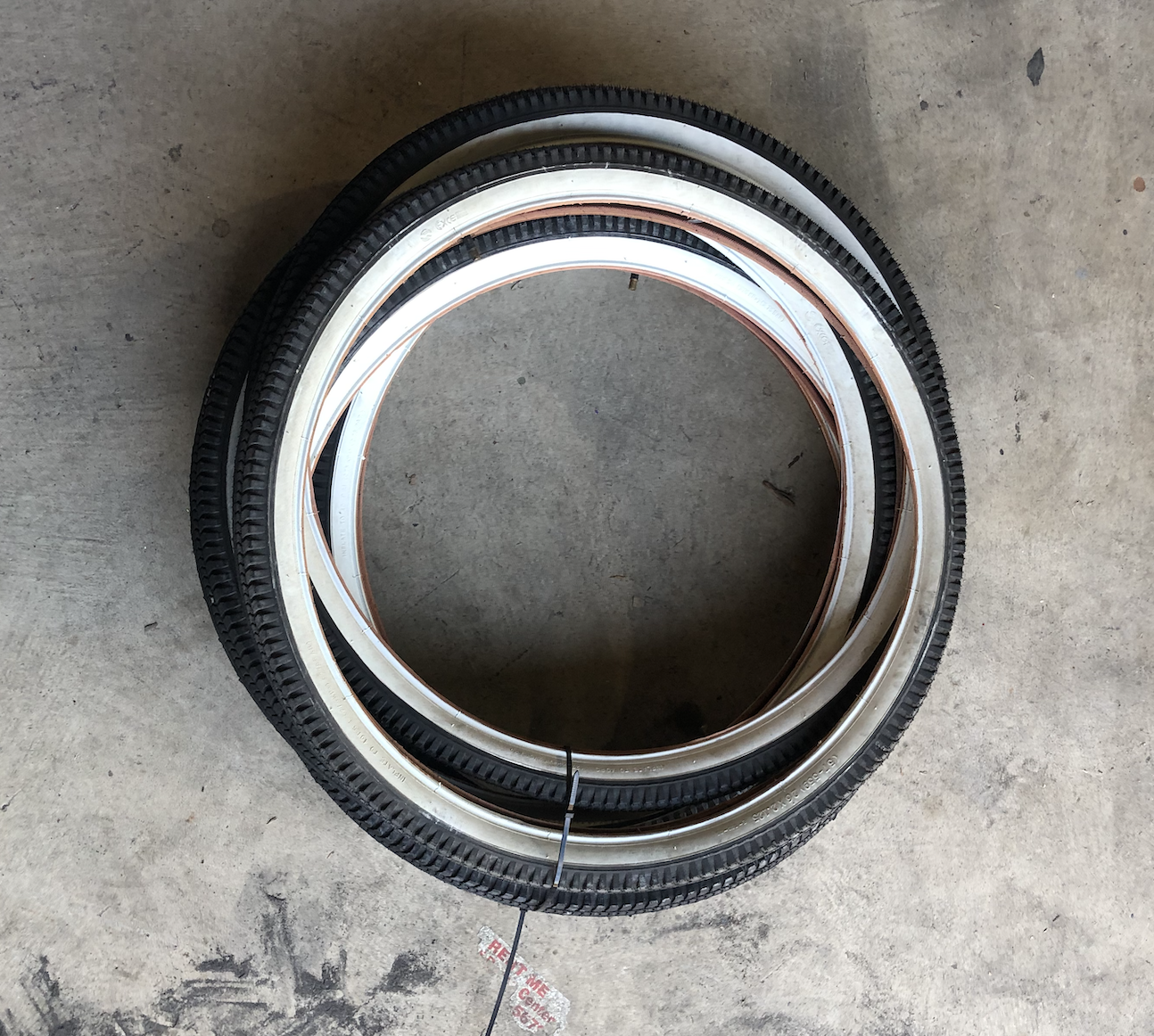 """26"""" White Wall Tire"""
