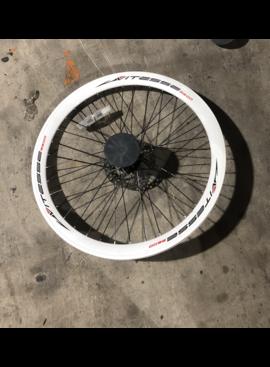 """27"""" Vitesse Front Disc Brake Steel Wheel White"""