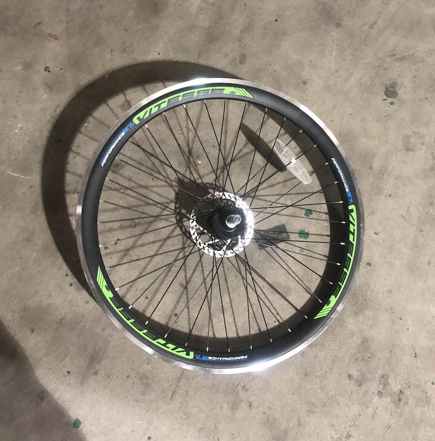 Vitesse 27.5 Rear Aluminum Wheel / Freewheel (Black )