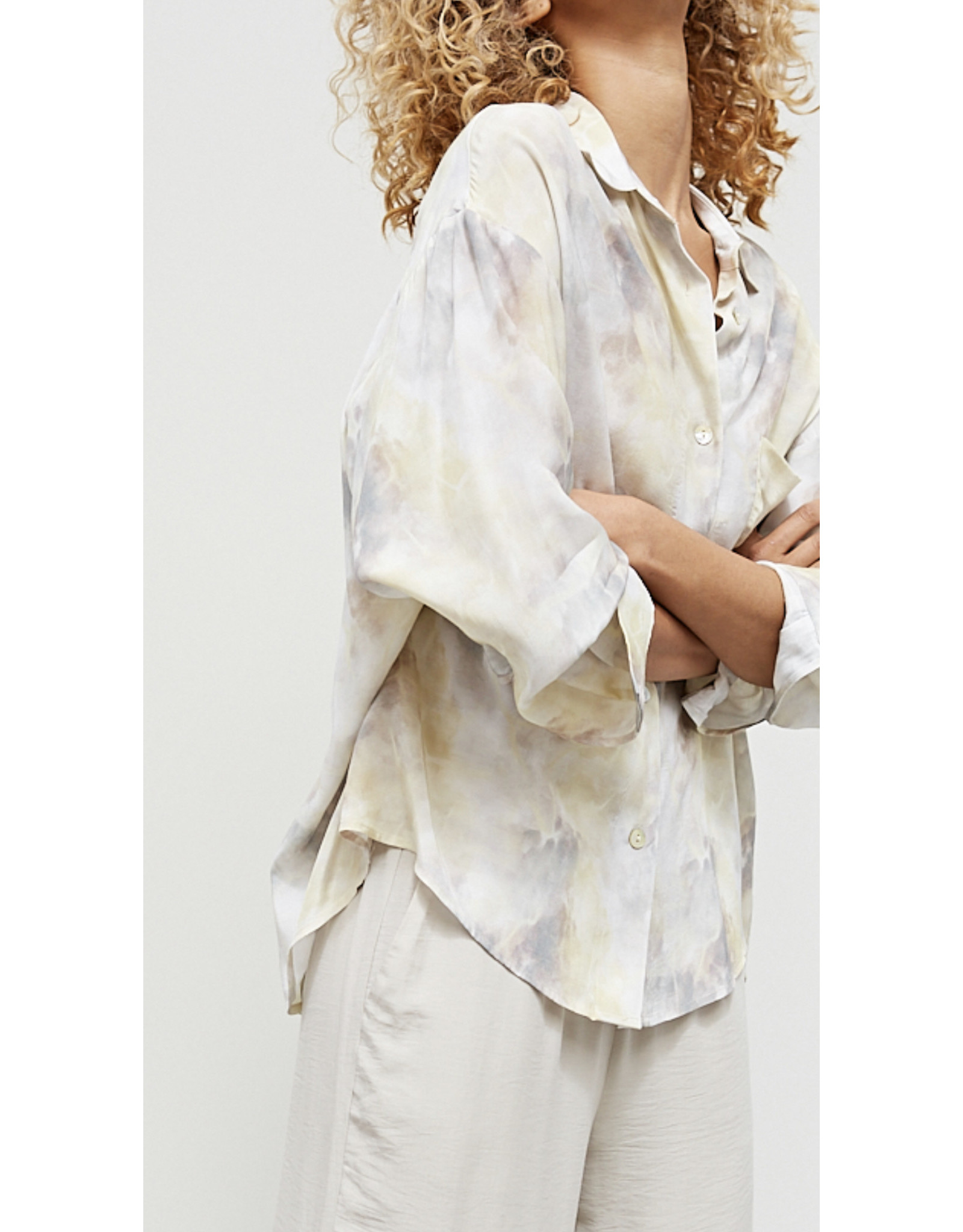 GRADE & GATHER MARBLE BUTTON UP TOP