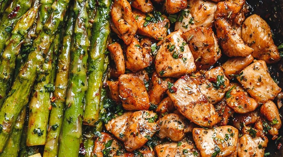 The Garlic Butter Chicken Bites and Asparagus