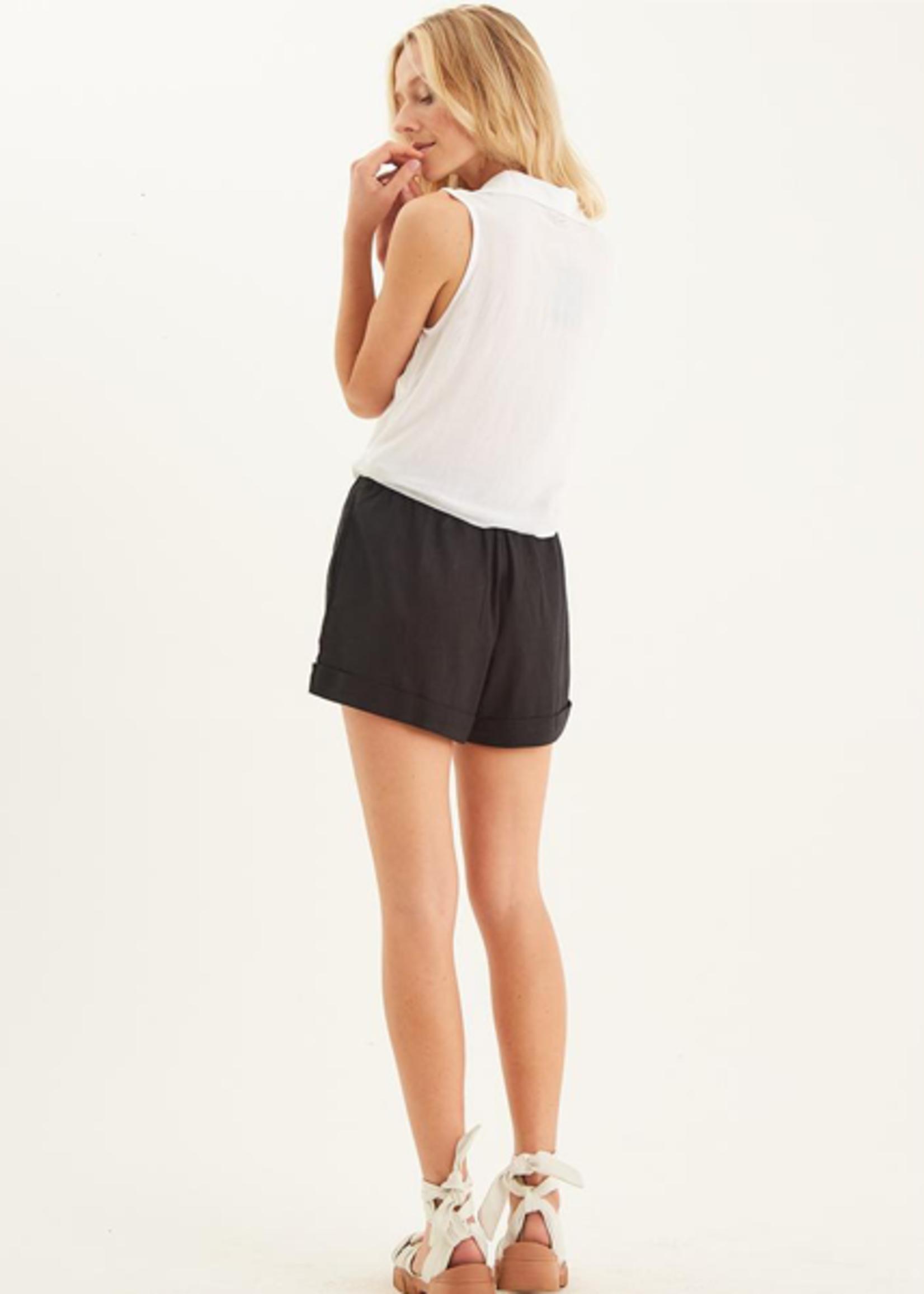 Totem Orohena Shorts in Black