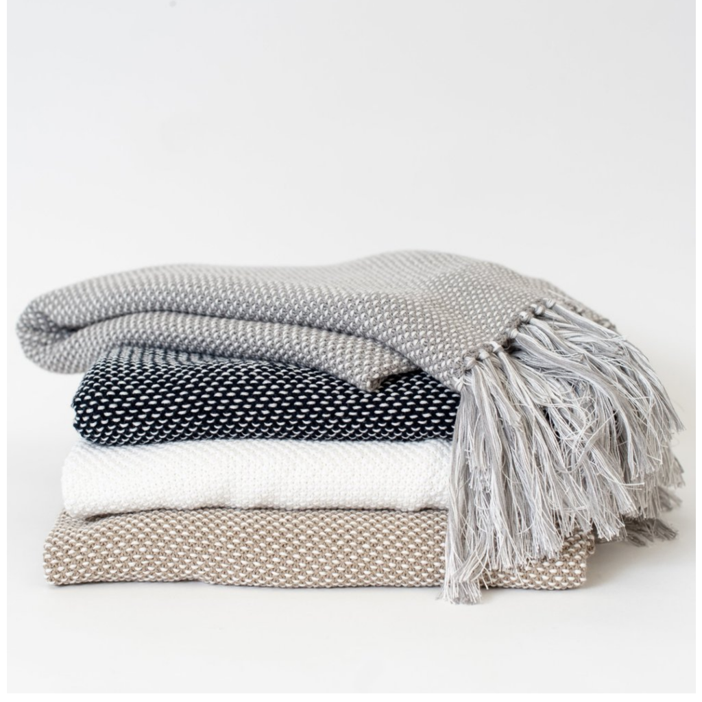 Zestt Essential Knit Throw