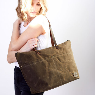 Red House Medium Zip Tote - Waxed Canvas
