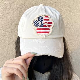 CREAM PAW PRINT AMERICAN FLAG HAT