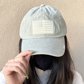 SILVER/GOLD AMERICAN FLAG HAT