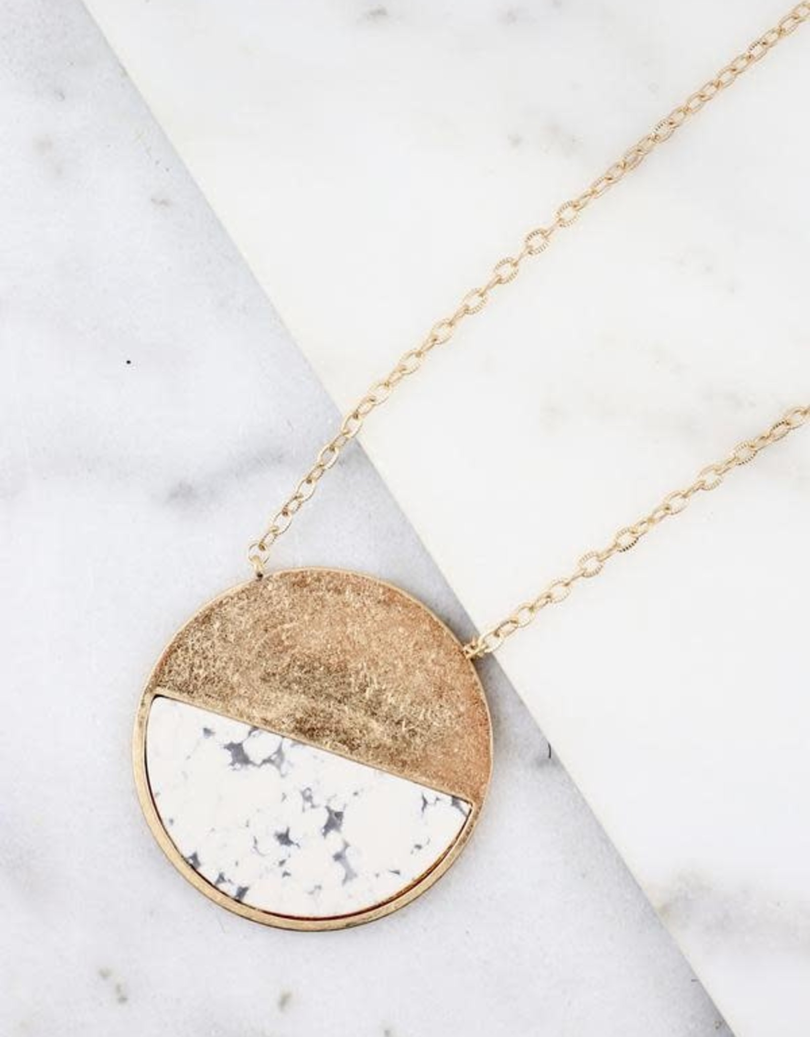 Parsons long necklace with round pendant howlite