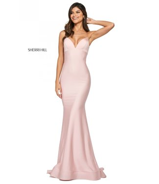 Sherri Hill 53879 Robe en satin coupe ajustée