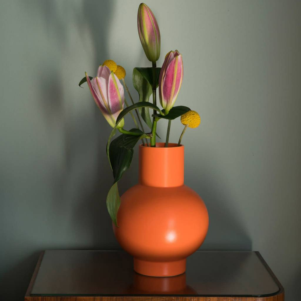 MoMA Small Raawii Strøm Vase in Vibrant Orange