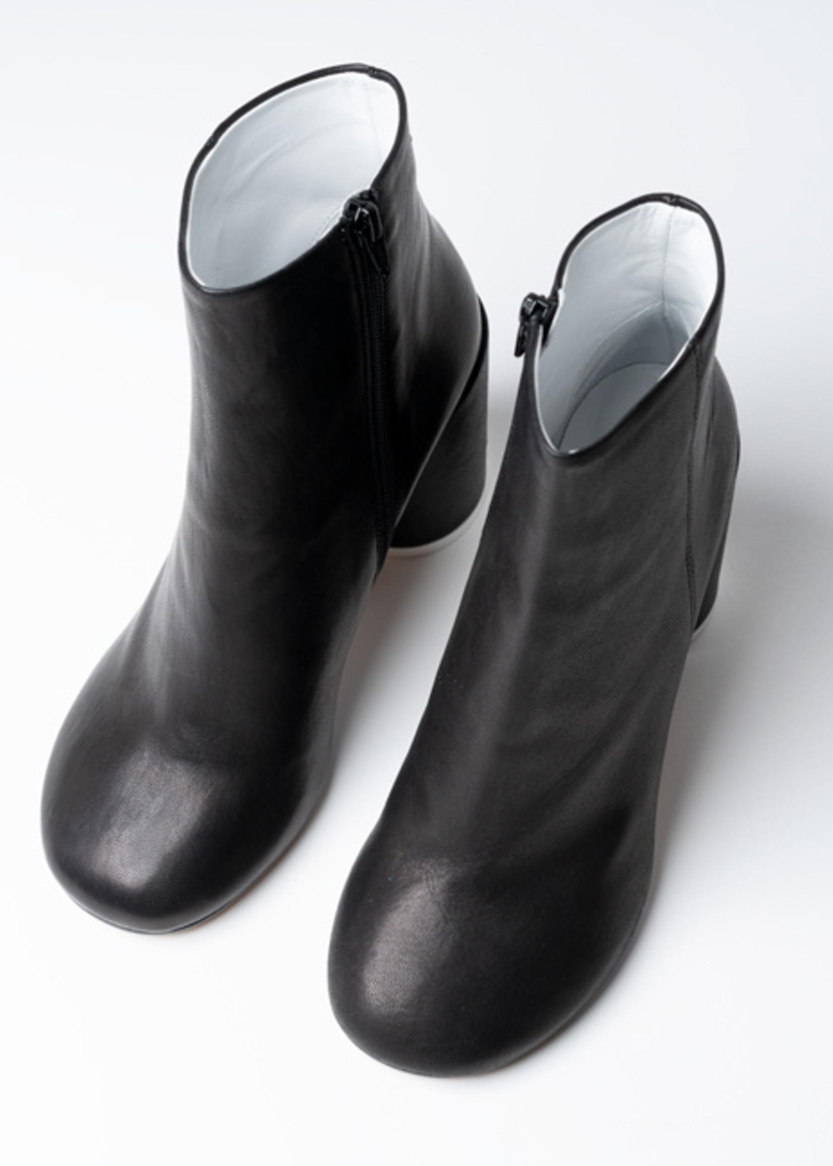 MM6 MAISON MARGIELA 6 Heel Leather Boots: Black