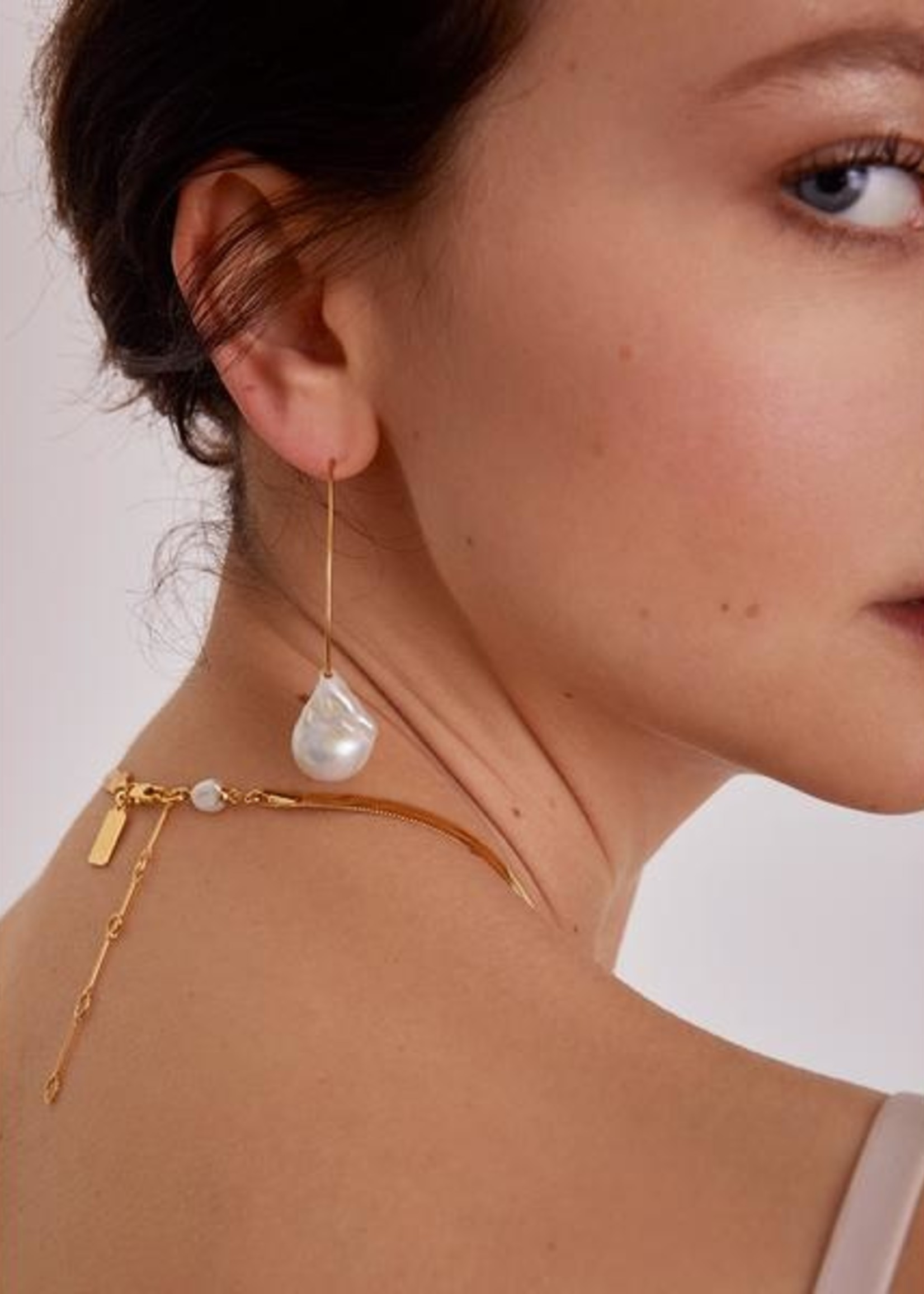 Lady Grey Pearl Herringbone Necklace in Gold