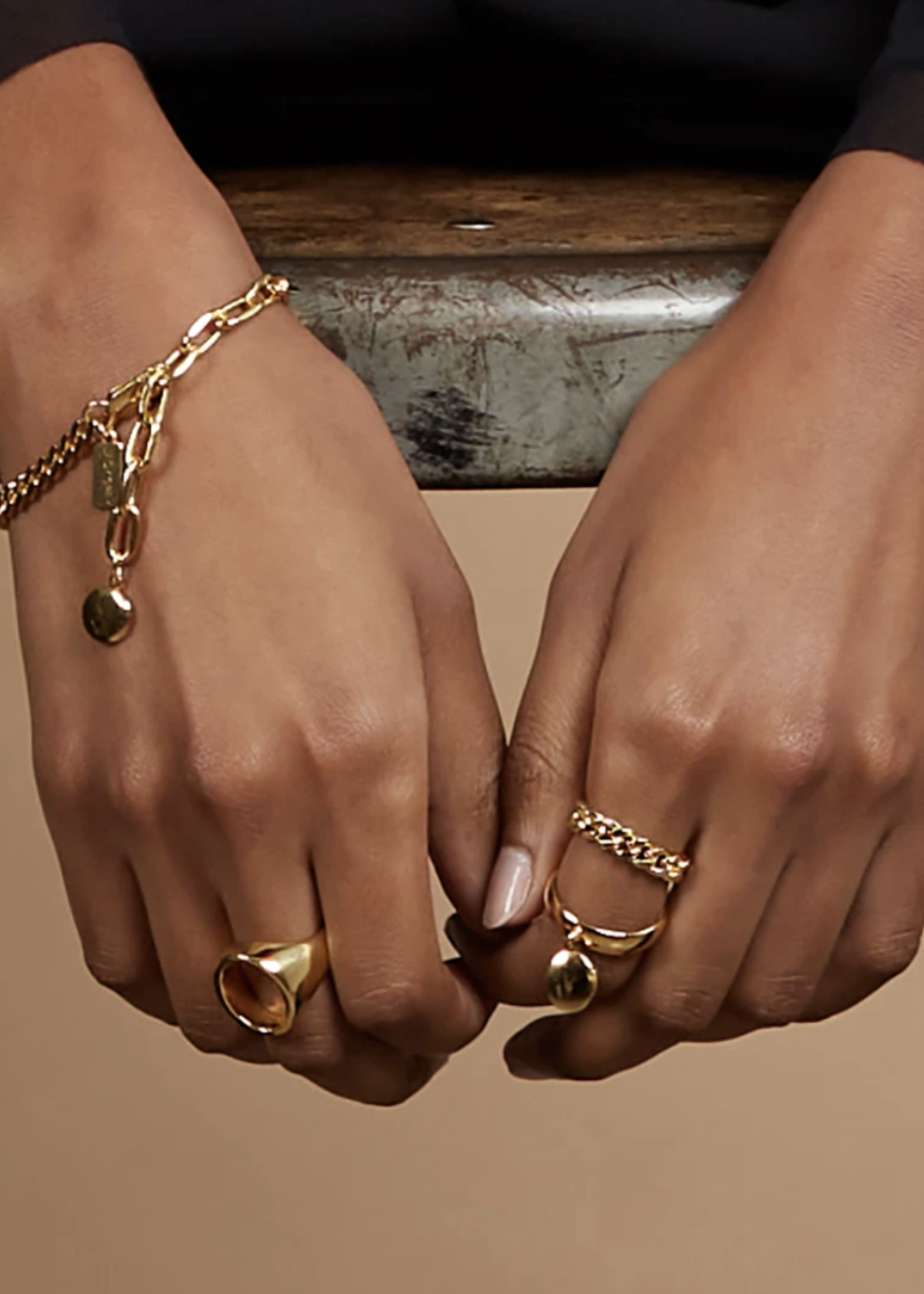 Lady Grey Chain Ring in Gold