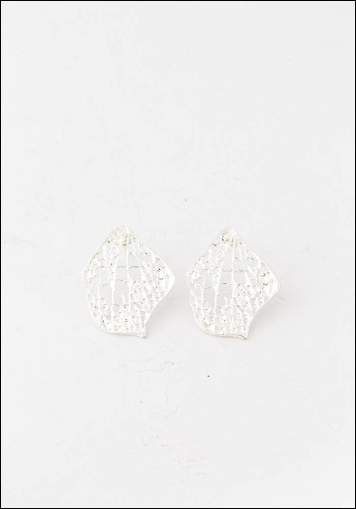 Tego Tego Silver Petal Earrings