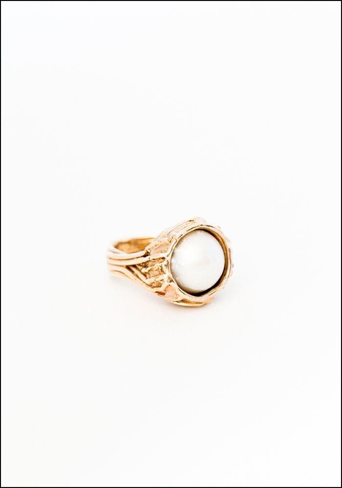 Miriam Nori Pearl Cradle Ring